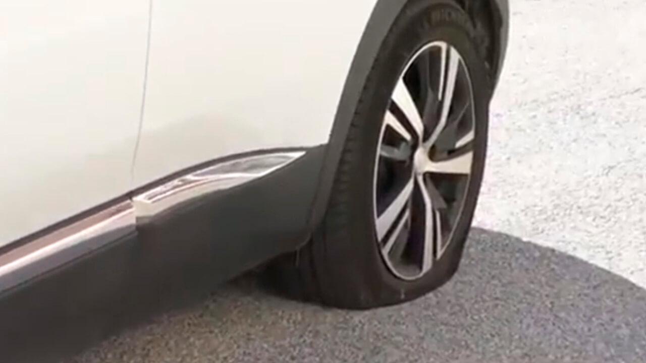 Qué hacer si pinchas una rueda del coche